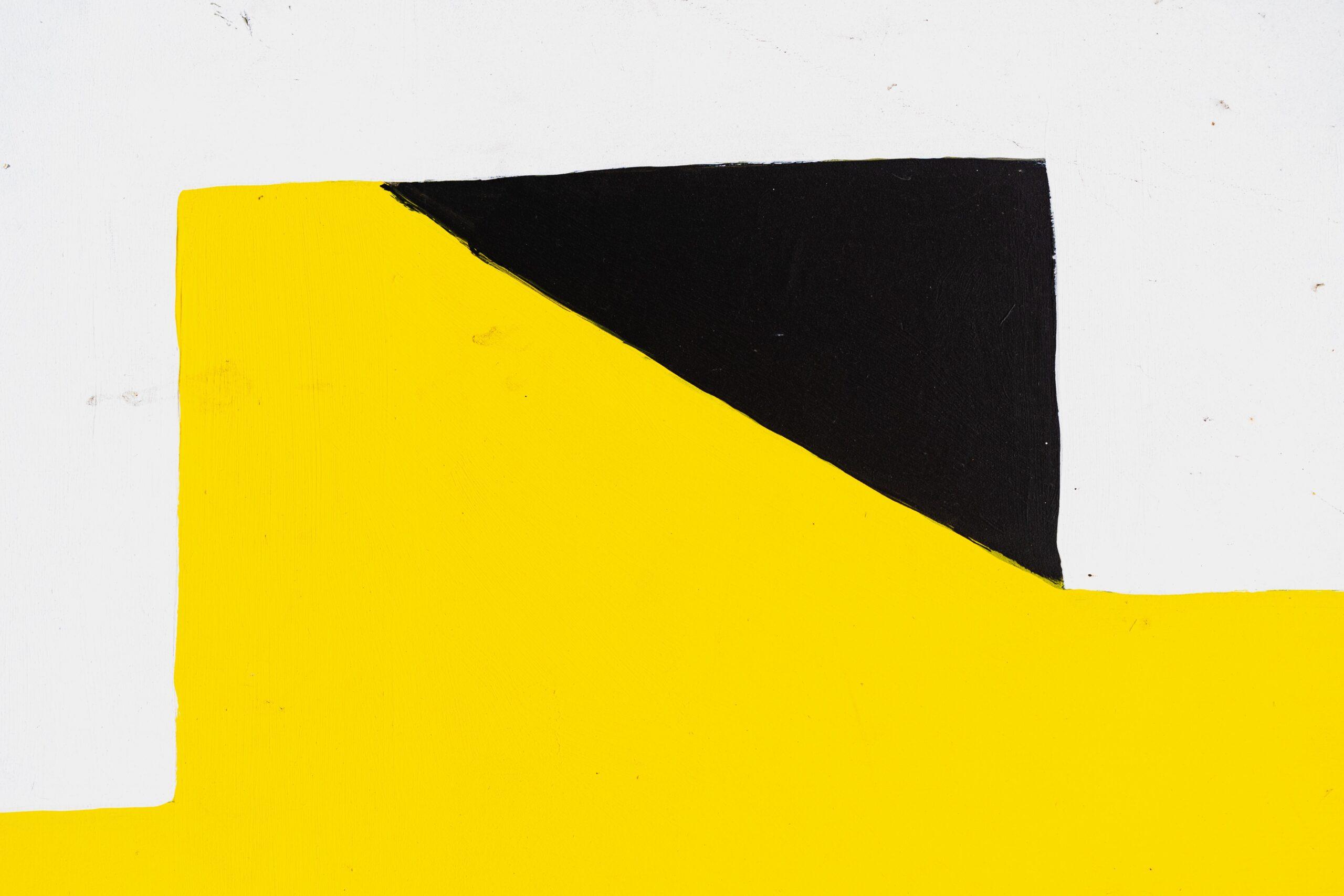 Yellow Black White by Dan Gold - https://unsplash.com/@danielcgold